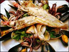 Langoustine, fruits de mer... Ensalada del mar...Seafood salad