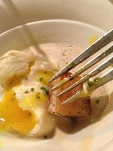 El Fil d'Ariadna; uevos i salsa cremosa de trufas...